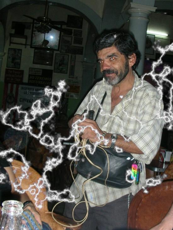 hombre de los toques electricos guadalajara